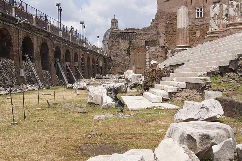 L'ARCHEOLOGIA NEL CENTRO DI ROMA E LA SOTTRAZIONE DI SPAZIO PUBBLICO
